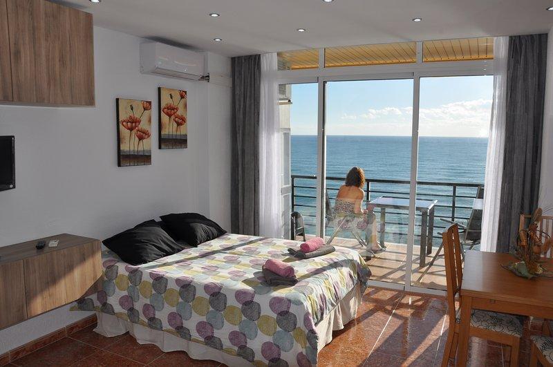 BEACH FRONT STUDIO, holiday rental in Torremolinos