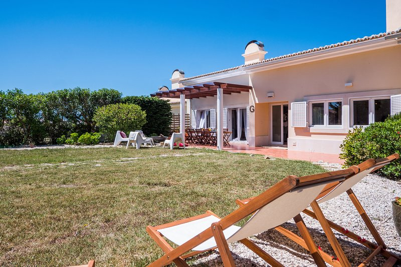 Sintra Family Villa - Azenhas do Mar, holiday rental in Sao Joao das Lampas e Terrugem