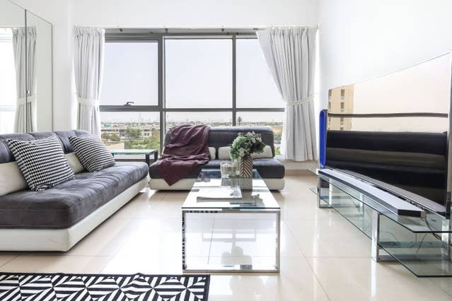 Funky Studio in JLT - room for 4!, alquiler de vacaciones en Jebel Ali