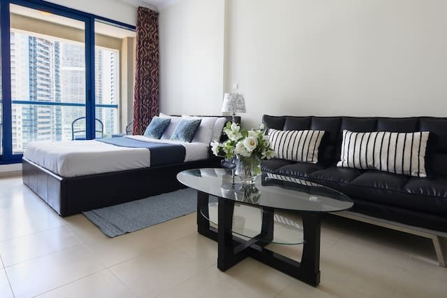 Superb Studio in Cluster X JLT - minutes to Metro!, holiday rental in Jebel Ali