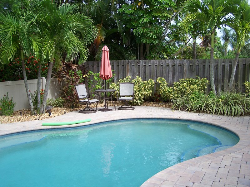 Adorable, Affordable, Comfortable, Florida Cottage, GREAT Location With Pool, vacation rental in Holmes Beach