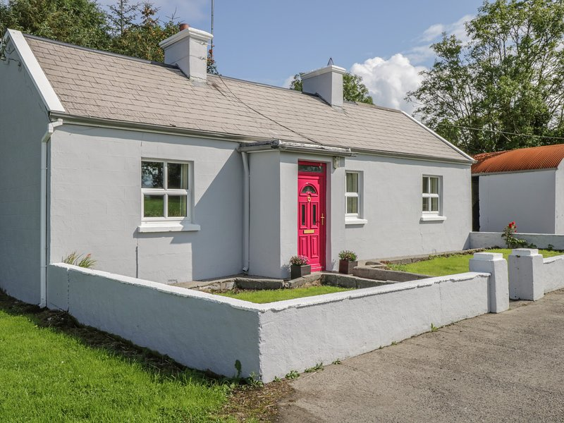Suaimhneas, WiFi, Open fire, Off-road parking, Tobercurry, holiday rental in Collooney