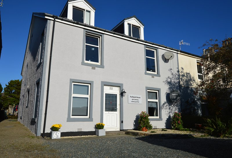 Portland House, excellent shore front location, walking distance to town centre, holiday rental in Blairmore