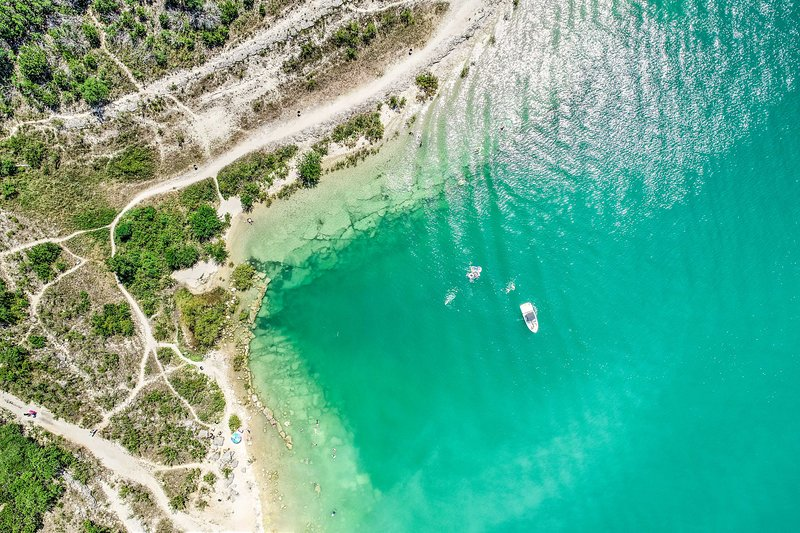 Take part in all the water activities of Canyon Lake.