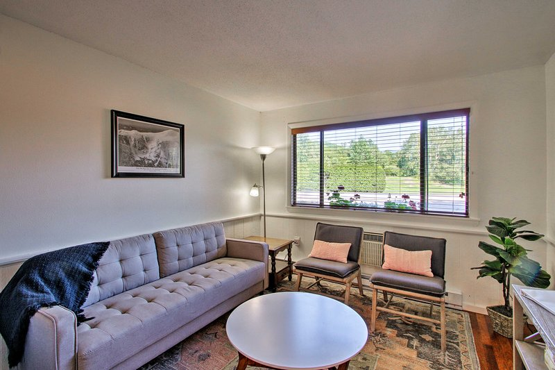 Renovated Condo by Story Land, 4Mi to Attitash!, alquiler de vacaciones en Glen
