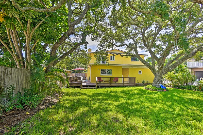 Downtown Cocoa Beach Townhome-Steps to Shore!, vacation rental in Merritt Island