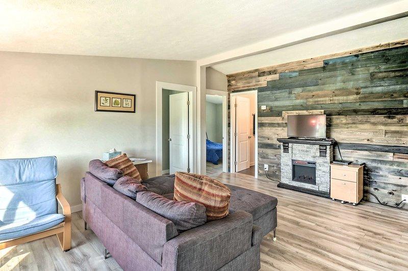 Con 3 dormitorios y 2 baños, este alquiler de vacaciones es ideal para familias.