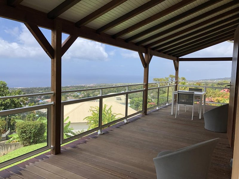 Beautiful apt with sea view & Wifi, location de vacances à Gourbeyre
