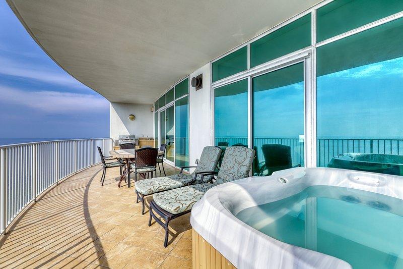 Luxury gulf front condo w/ private hot tub, shared tennis, pool, & wet bar!, location de vacances à Orange Beach