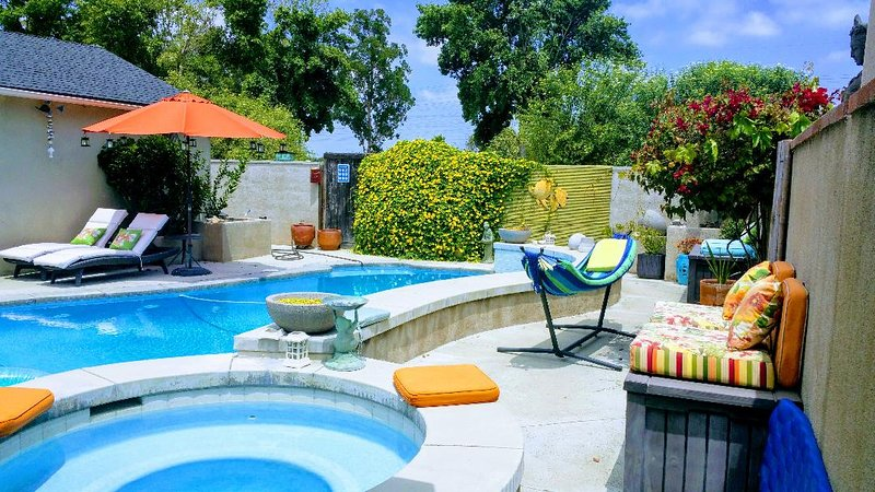 Cool Casual Pool Home Living! Non Smoking 25y/o+, holiday rental in Downey