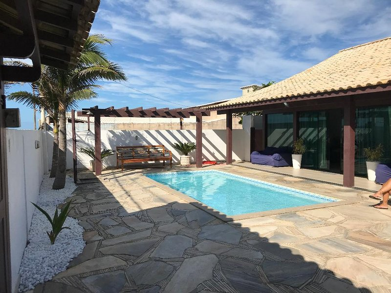 Casa Sol - Na Praia com Piscina e Churrasqueira, vacation rental in Cabo Frio