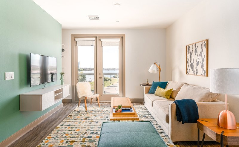 Modern 1BR on the Lake (4035) by WanderJaunt, holiday rental in Tempe
