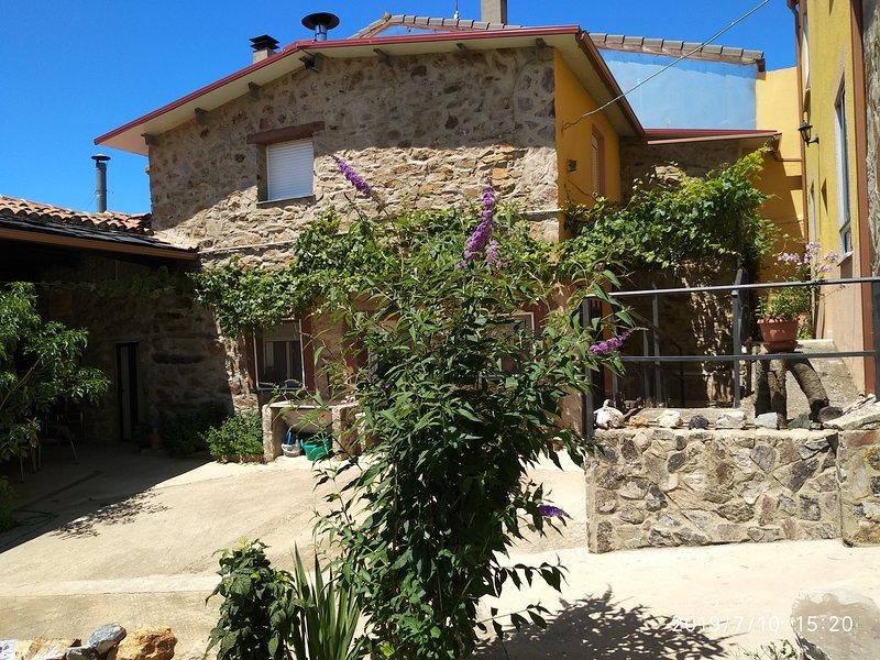 Nice house with garden & Wifi, aluguéis de temporada em Losacio