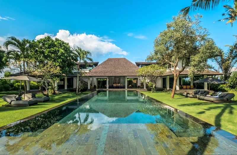 Up to 74% Off | Villa Florimar Stylish Villa in Seseh w/ River Stone Pool, holiday rental in Tanah Lot