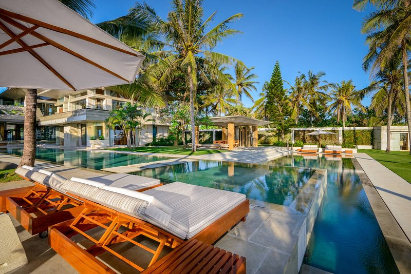[SPECIAL OFFER] Luxe Contemporary Beachfront Villa Vedas, vacation rental in Tanah Lot