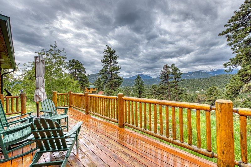 Atmospheric cabin w/ breathtaking Longs Peak views & a private hot tub, vacation rental in Estes Park