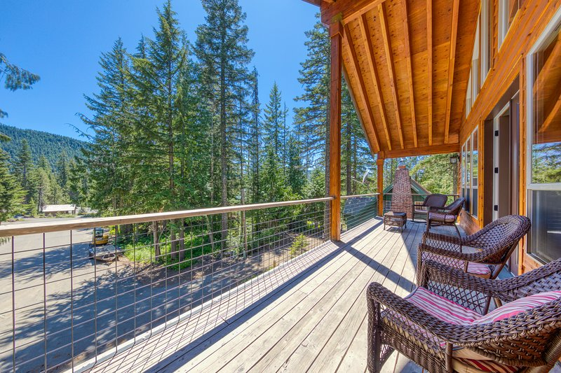 New listing! Mt. Hood home w/ private hot tub & great Government Camp location!, holiday rental in Timberline Lodge