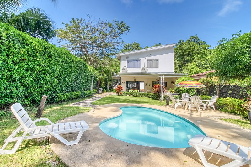 New listing! Beautiful dog-friendly beach-house with private pool and tv lounge!, holiday rental in Punta Islita
