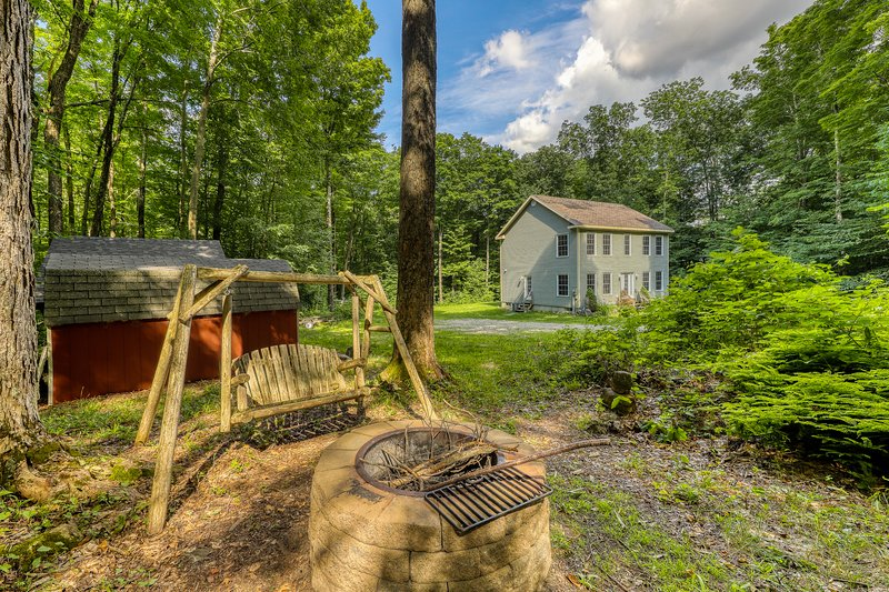 Rural and charming house w/Foosball table & board games, holiday rental in Manchester