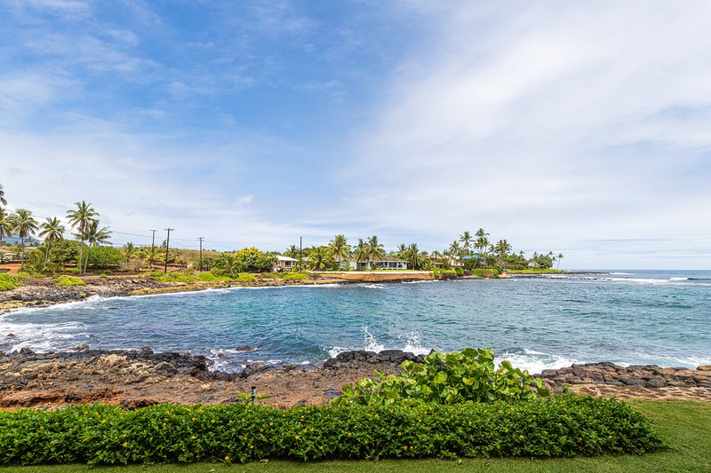 New listing! Oceanfront, ground-floor condo w/ amazing view - close to beaches!, holiday rental in Poipu