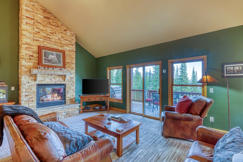 Mountain home w/ a fireplace & dry sauna, views from deck - close to trails!, holiday rental in Alma