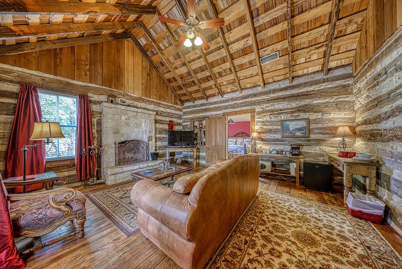 Lovely dog-friendly cabin w/ 4 on-site tasting rooms - along Hwy 290 Wine Trail!, location de vacances à Stonewall