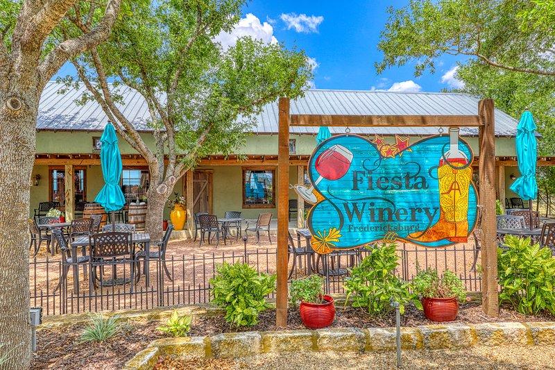 Five dog-friendly suites near tasting rooms & Hwy 290 Wine Trail!, vacation rental in Fredericksburg