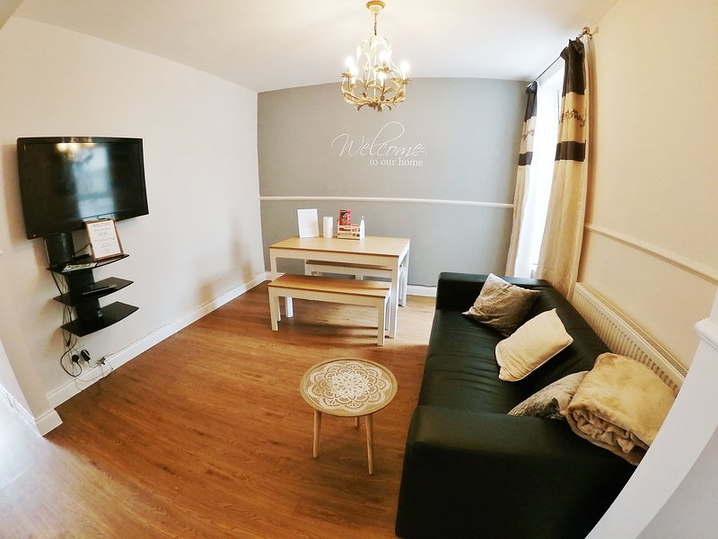 Newly renovated 4 bedroom house in Portsmouth, holiday rental in Havant