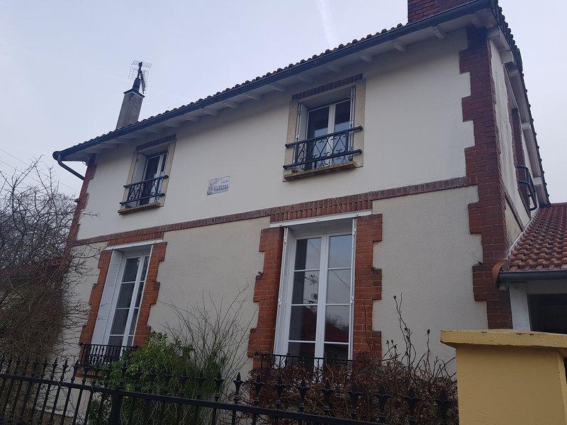 Studio 18m2 à Saint Quentin en Yvelines proche Versailles, vacation rental in Guyancourt