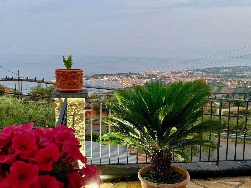 Villa Santoro Mastrissa - Beach Style apartament, holiday rental in Castelmola