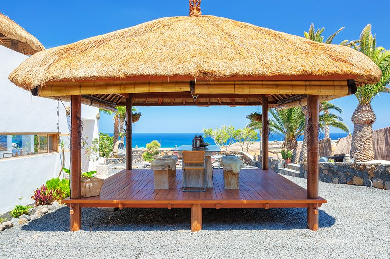 Villa Palacio & Yurt, private location, 2 x private pools, near sandy beach – semesterbostad i Arrieta