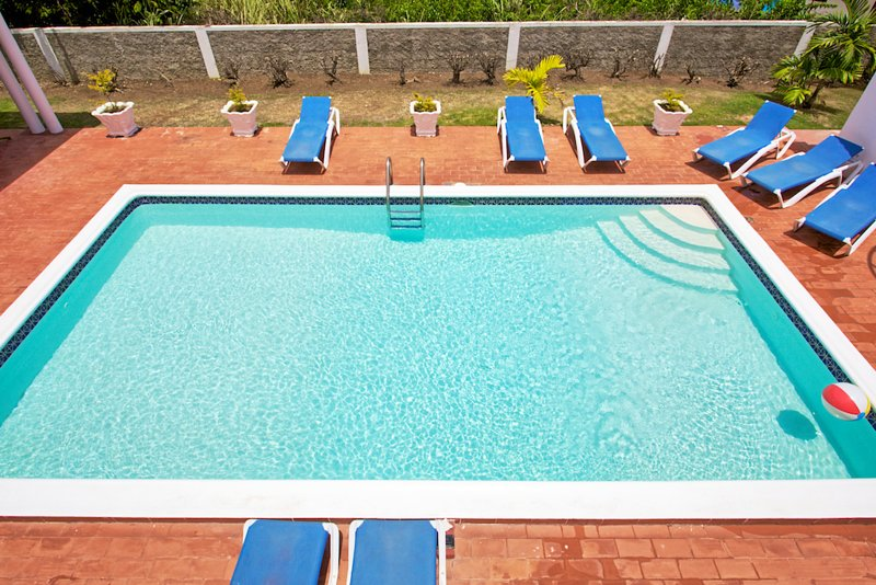 FREE HOUSEKEEPER/COOK, Pool, Gated Community, 7 Mins Walk to Beach, 6 Beds, 3, alquiler de vacaciones en Silver Sands