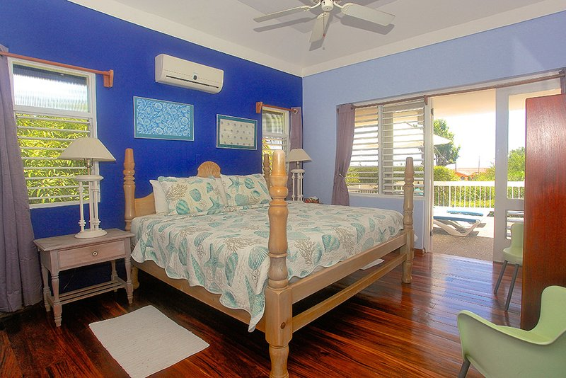 Pool, 500m to Beach, Staff & Cook, 1 Beds, 1 Bdrms, (HTV236), vacation rental in Silver Sands