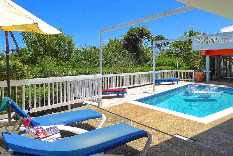 500m to Beach, Staff, Chef, Pool,  2 Beds, 1 Bdrms, (HTV236), alquiler de vacaciones en Silver Sands