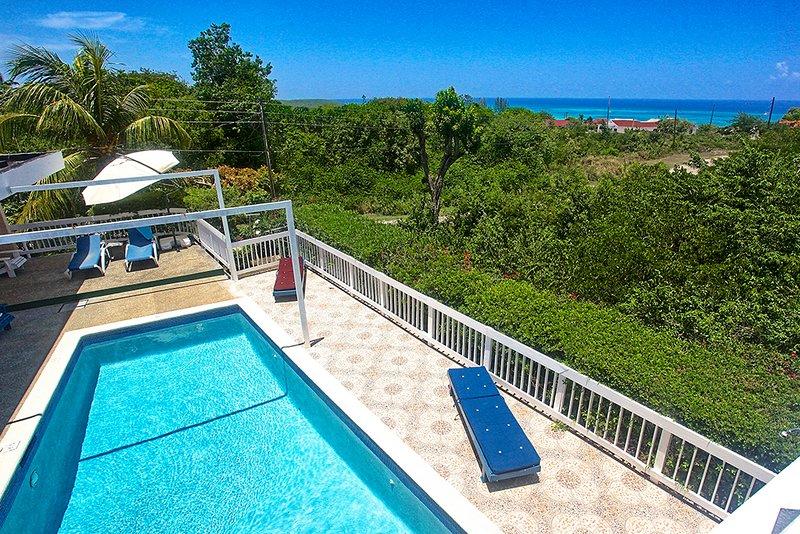 500m To Beach, Pool, Staff, 2 Beds, 2 Bdrms, (HTV236), alquiler de vacaciones en Silver Sands