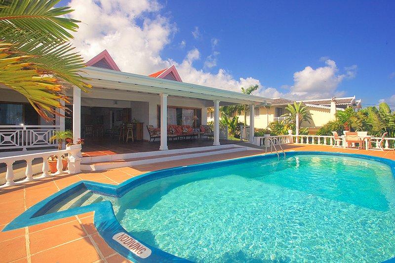 Kayaks, Seaview, 3 Min Walk to Beach, Pool, Cook/Housekeeping, 8 Beds, 4 Bdrms, alquiler de vacaciones en Silver Sands