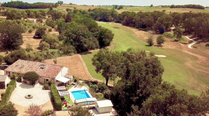 The villa lies adjacent to Chateau Vigiers golf course where our guests receive a 30% discount