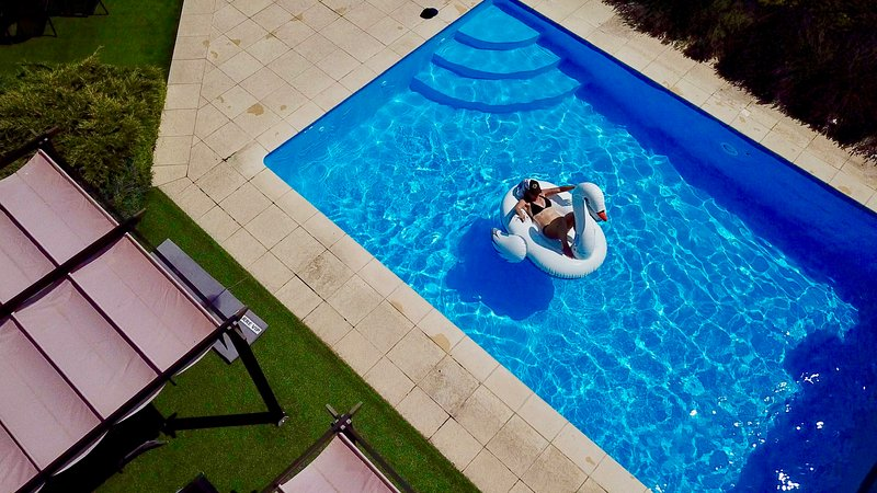 Lovely heated pool with retraceable cover and super views