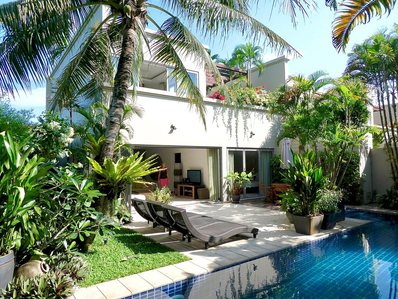 Award winning villa with large private pool rated 5 stars by  50+ guests., location de vacances à Phuket