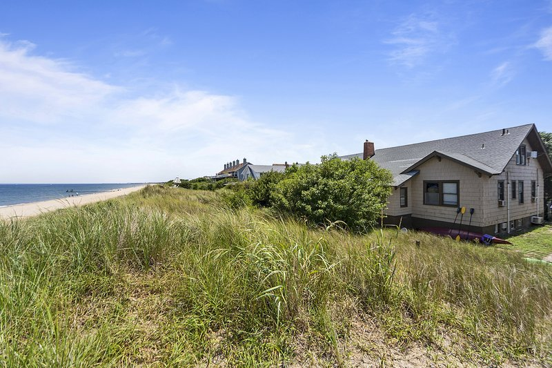Rustic Beach Front Apt - Cozy and right on the beach, alquiler de vacaciones en Portsmouth