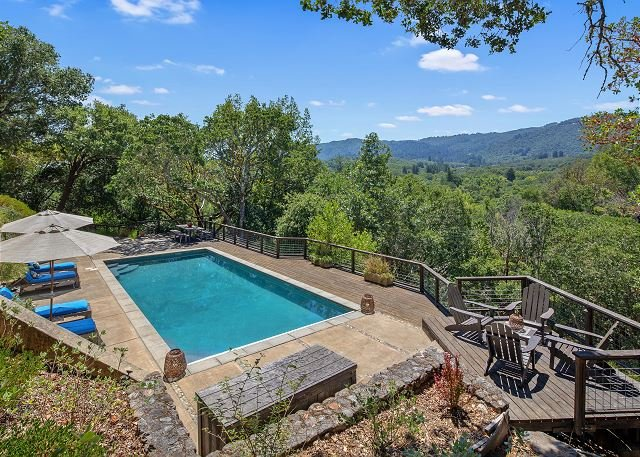 Exclusive Villa Vista, Gated Estate w/ Views, Pool & Hot Tub, location de vacances à Glen Ellen