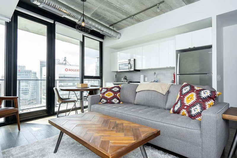 Experience Winnipeg in one of our most impressive residential buildings!  Being in the heart of downtown the location is ideal.  A stone's throw away from BellMTS Place, True North Square, dining and nightlife, The Forks and the Historic Exchange Dis...