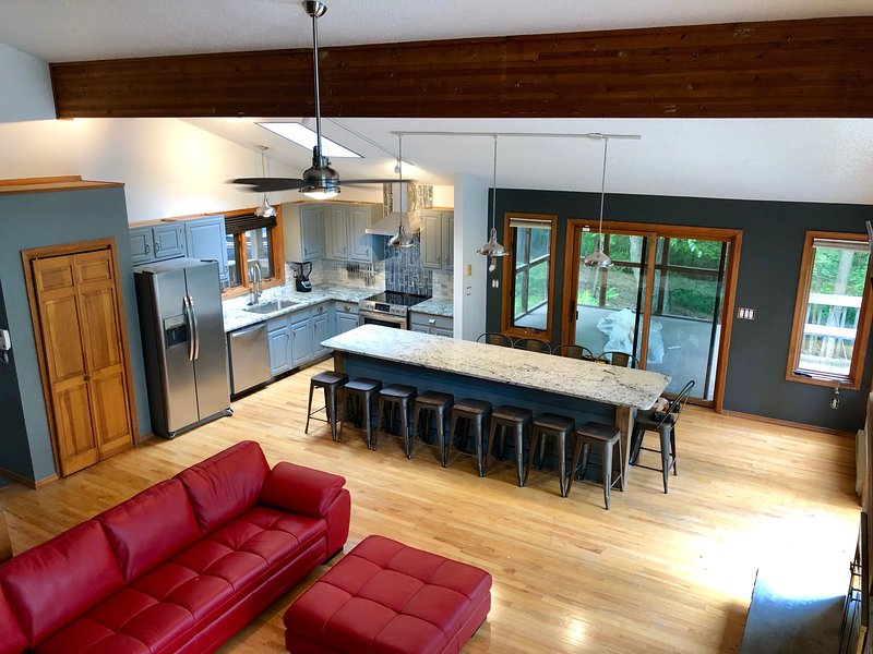 Beautiful Modern Cabin! Streamside; Beautiful views,WiFi,6 TVs,Linens inlcuded, holiday rental in Sandy Hook