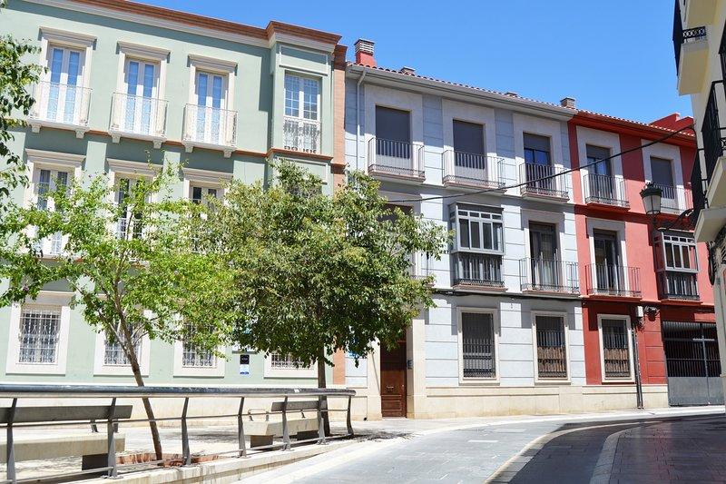APARTAMENTO BARRIO PICASSO con parking, alquiler vacacional en Málaga