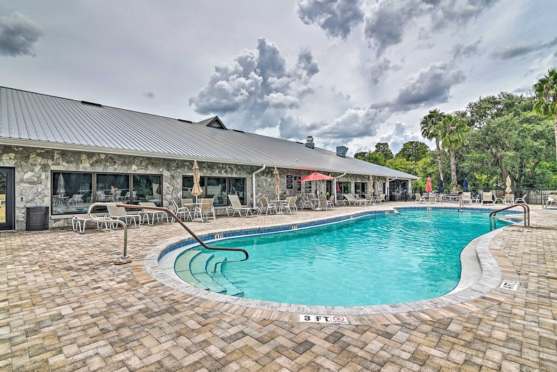 Lakefront Auburndale Home w/ Resort Amenities, holiday rental in Auburndale
