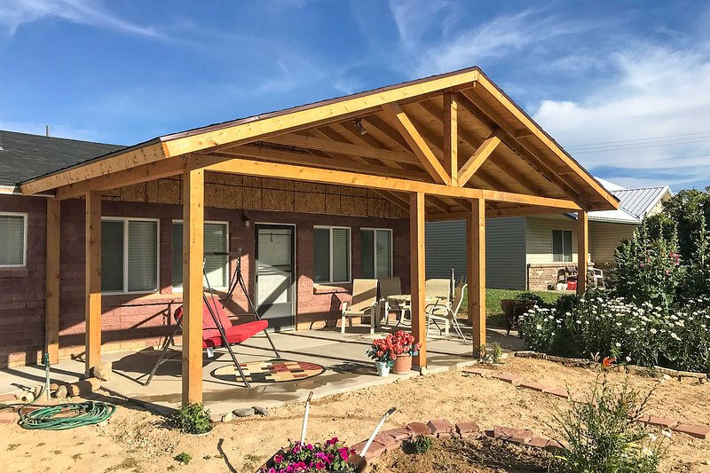 Tropic Family House - 10 Miles to Bryce Canyon!, holiday rental in Bryce Canyon City