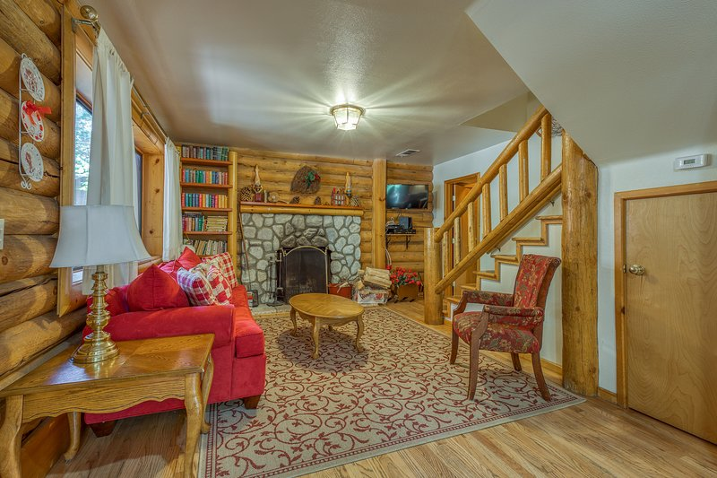 Spacious dog-friendly cabin - close to town & attractions, holiday rental in Idyllwild