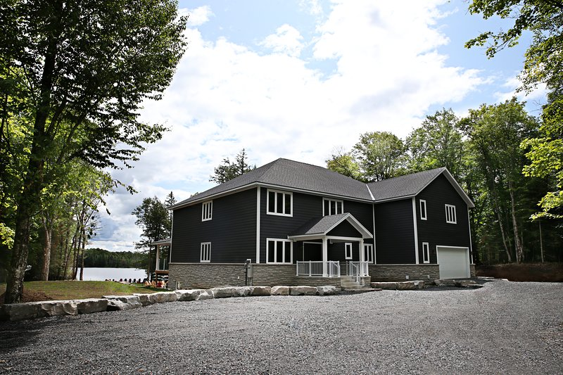 Large  Muskoka Waterfront Cottage Newly Built 2019, aluguéis de temporada em Katrine