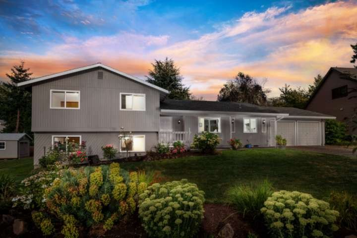 Fantastic Home in Cul-de-sac, With Huge Yard, New Kitchen, Ping Pong, 10 Miles t, holiday rental in Tigard