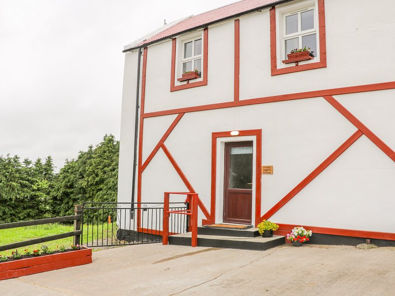 Granny Aggies Parlour, Creggan, holiday rental in Meigh